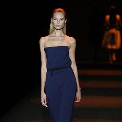 Mono azul marino de Miguel Palacio primavera/verano 2015 en Madrid Fashion Week