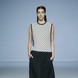 Vestido con lunares negros de Davidelfin en Madrid Fashion Week primavera/verano 2015