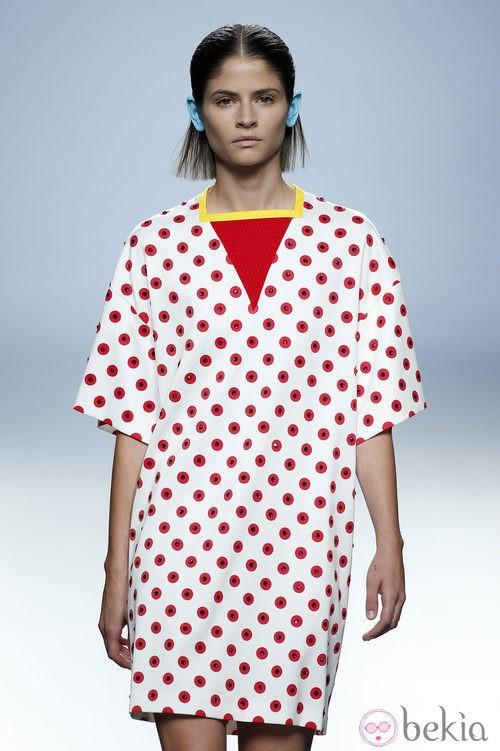 Vestido con círculos rojos de Davidelfin en Madrid Fashion Week primavera/verano 2015
