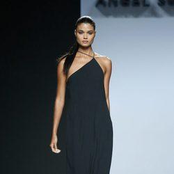 Vestido negro de Ángel Schlesser en Madrid Fashion Week primavera/verano 2015