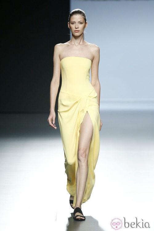 Vestido amarillo de Ángel Schlesser en Madrid Fashion Week primavera/verano 2015