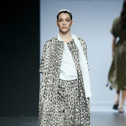 Conjunto animal print de Ángel Schlesser en Madrid Fashion Week primavera/verano 2015