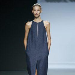 Vestido azul vaquero de Ángel Schlesser en Madrid Fashion Week primavera/verano 2015