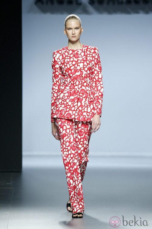 Conjunto estampado rojo de Ángel Schlesser en Madrid Fashion Week primavera/verano 2015