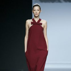 Vestido color vino de Ángel Schlesser en Madrid Fashion Week primavera/verano 2015