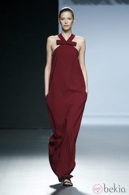 Vestido color vino de Ángel Schlesser en Madrid Fashion Week primavera/verano 2015