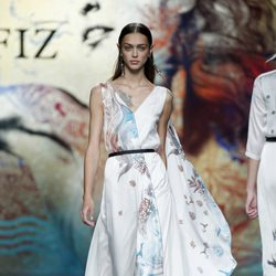 Vestido blanco con volumen de Ion Fiz en Madrid Fashion Week primavera/verano 2015
