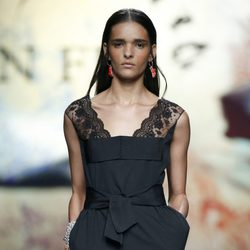 Vestido negro de Ion Fiz en Madrid Fashion Week primavera/verano 2015