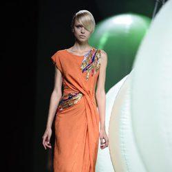 Vestido naranja de Alvarno primavera/verano 2015 en Madrid Fashion Week