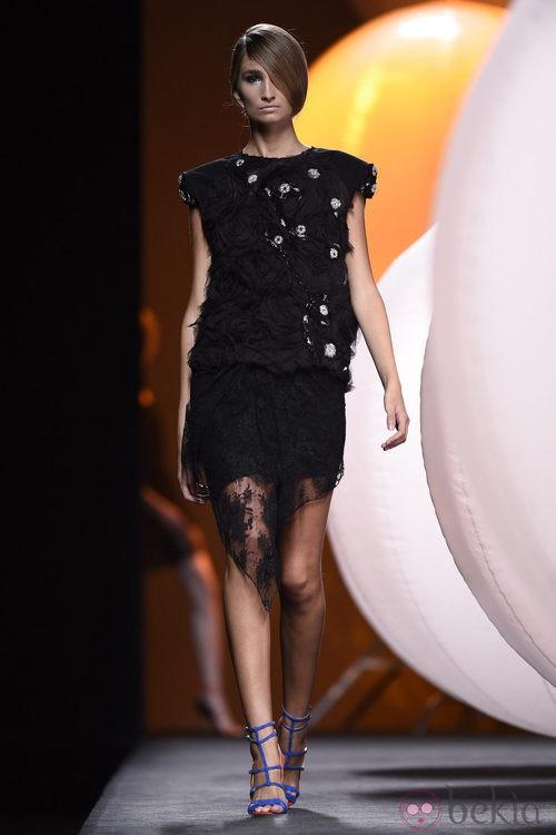 Vestido negro de Alvarno primavera/verano 2015 en Madrid Fashion Week