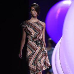 Vestido de rayas de Alvarno primavera/verano 2015 en Madrid Fashion Week