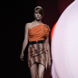 Top naranja de Alvarno primavera/verano 2015 en Madrid Fashion Week