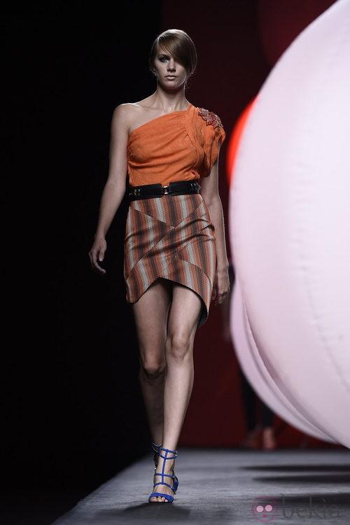 Top naranja de Alvarno primavera/verano 2015 en Madrid Fashion Week