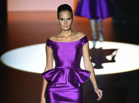 Vestido morado de Hannibal Laguna en Madrid Fashion Week primavera/verano 2015