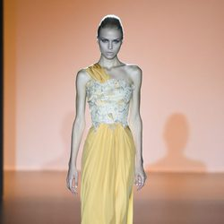 Vestido amarillo de Hannibal Laguna en Madrid Fashion Week primavera/verano 2015