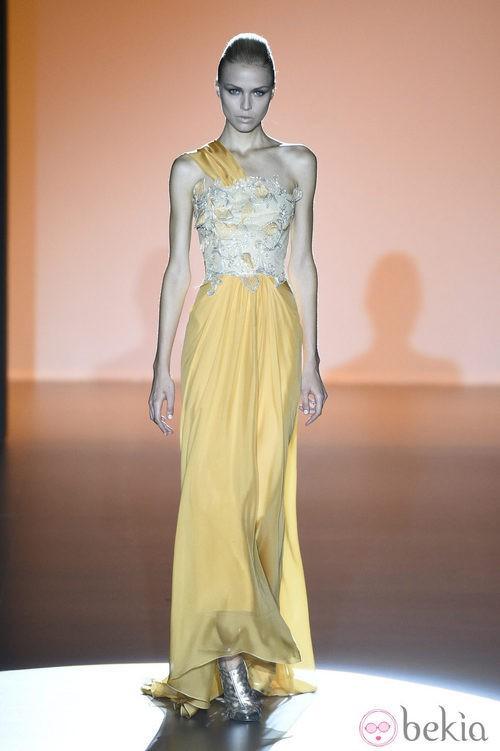 Vestido amarillo de Hannibal Laguna en Madrid Fashion Week primavera/verano 2015
