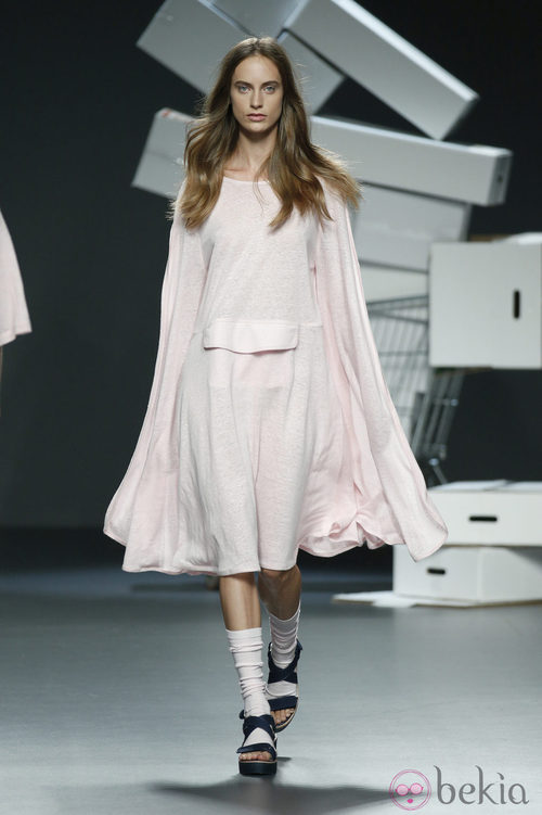 Vestido 'oversized' de David Catalán en EGO Madrid Fashion Week primavera/verano 2015