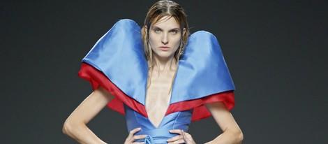 Vestido con hombreras de Beatriz Peñalver en EGO Madrid Fashion Week primavera/verano 2015