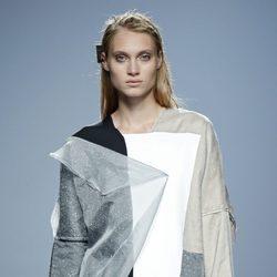 Vestido con mix de tejidos de Miguel Álex en EGO Madrid Fashion Week primavera/verano 2015