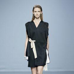 Vestido negro con lazo de Miguel Álex en EGO Madrid Fashion Week primavera/verano 2015