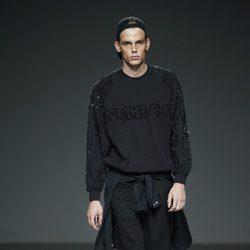 Conjunto negro de Victor con Schwarz en EGO Madrid Fashion Week primavera/verano 2015