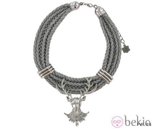 Collar gris con adorno de ciervo de Tantrend de la colección 'Juego de Tronos'