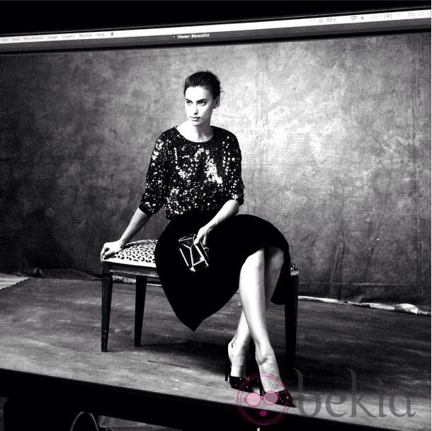 Irina Shayk con un look de lentejuelas de Suiteblanco