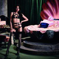 La canadiense Missy Rayder con un conjunto en negro de la nueva colección Otoño/Invierno de Agent Provocateur