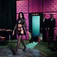 La modelo Missy Rayder luce un conjunto de lencería en encaje negro para la nueva colección de Agent Provocateur