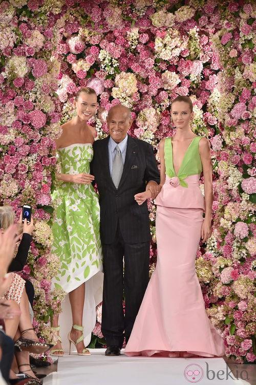 Oscar de la Renta en el desfile de la colección primavera/verano 2015 en Nueva York