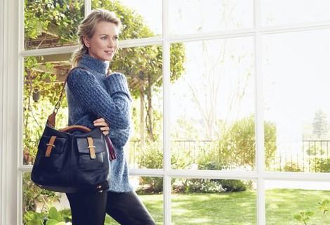 Naomi Watts posa con el nuevo bolso benéfico de Tommy Hilfiger