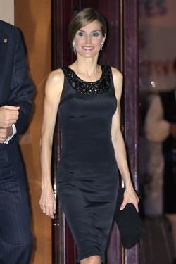 La Reina Letizia con un Felipe Varela en el concierto previo a los Príncipe de Asturias 2014