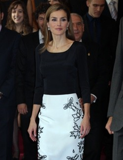 La Reina Letizia de Felipe Varela para recibir a los galardonados con los Príncipe de Asturias 2014