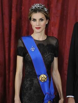 La Reina Letizia con un vestido de Carolina Herrera en un acto oficial