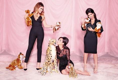 Las hermanas Kardashian posan con su nueva colección para Lipsy