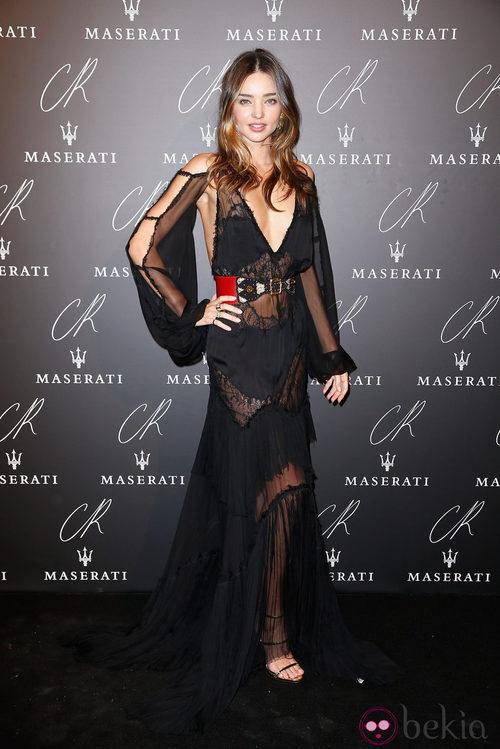 Miranda Kerr con un diseño con transparencias negras