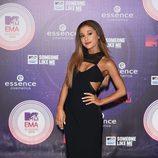 Ariana Grande con un vestido largo en negro en los MTV EMA 2014