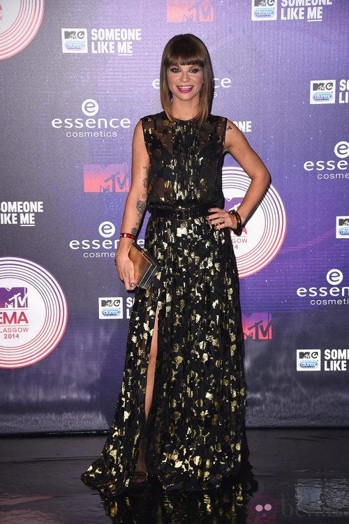 Alessandra Amoroso con vestido largo en los MTV EMA 2014