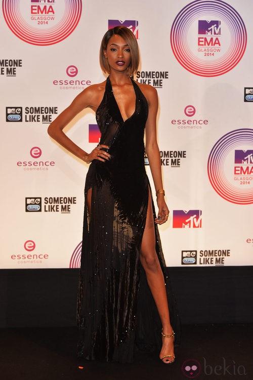 Jourdan Dunn con vestido largo negro en los MTV EMA 2014