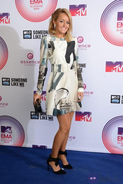 Hayley Roberts, elegante y discreta en los MTV EMA 2014