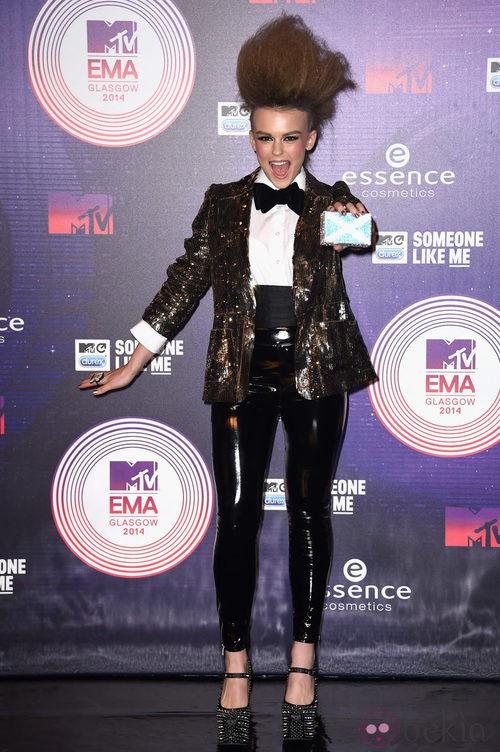 Tallia Storm con un look muy brillante en los MTV EMA 2014
