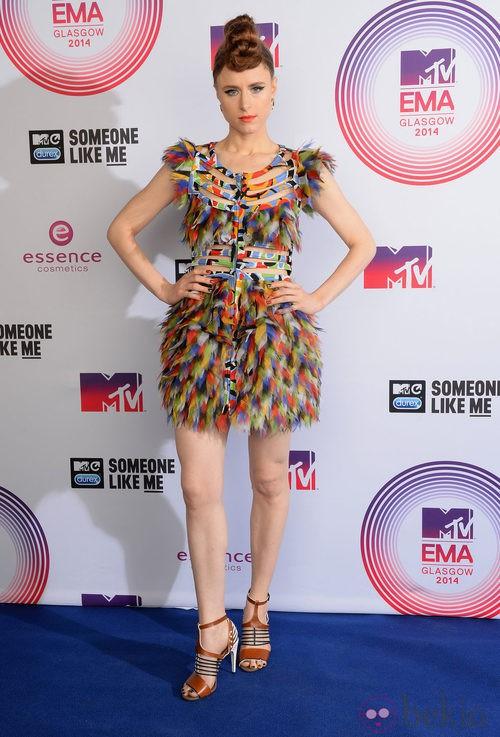 Kiesza lució un look muy colorido en los MTV EMA 2014