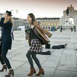 Silvia Zamora y Anastasya Bondarenko posan risueñas en la nueva colección de invierno de Indi & Cold