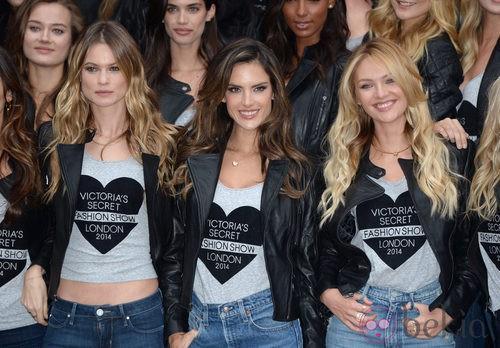 Behati Prinsloo, Alessandra Ambrosio y Candice Swanepoel en una de las tiendas de Victoria's Secret en Londres