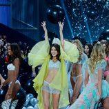 Blanca Padilla desfila sobre la pasarela de 'Victoria's Secret Fashion Show 2014'