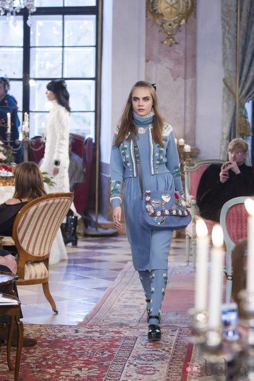 Cara Delevingne desfila para Chanel en Salzburgo