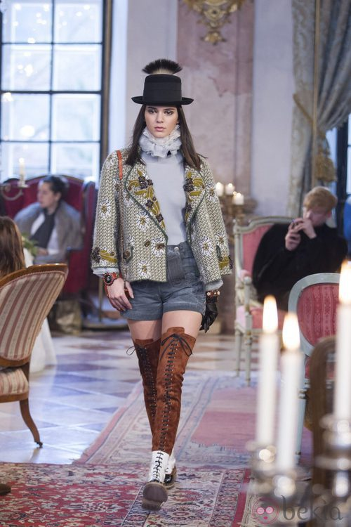 Kendall Jenner desfila para Chanel en Salzburgo