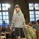 Jersey de punto y falda tableada de la colección pre-fall 2015 de Chanel