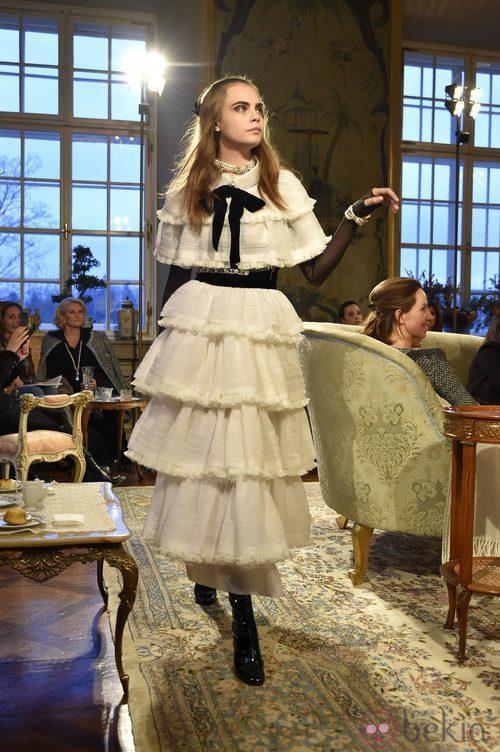 Cara Delevingne de novia con un diseño de Chanel en Salzburgo