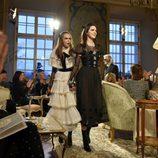 Cara Delevingne y Kendall Jenner cierran el desfile pre-fall 2015 de Chanel en Salzburgo